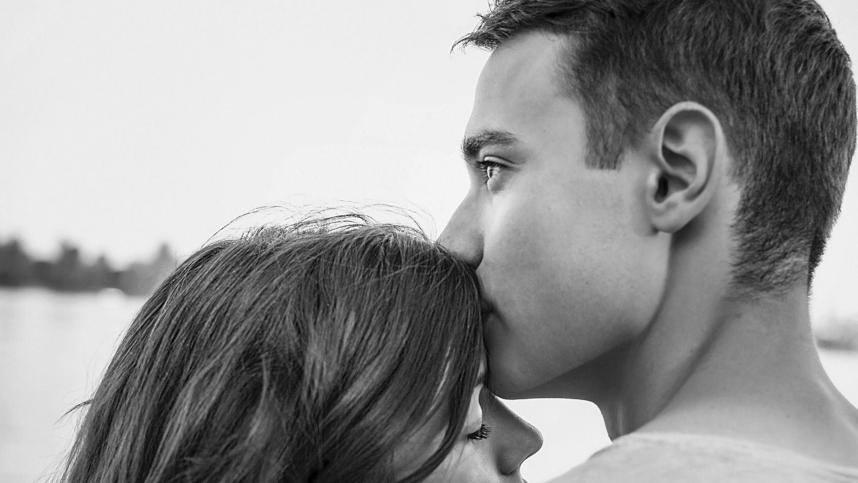 8 Behaviors People Display When They are In Love